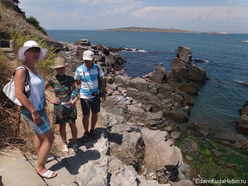 Вдали - остров Св. Ивана