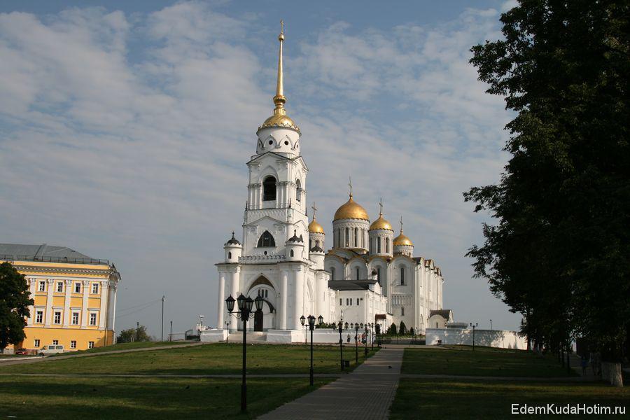 Успенский собор. Наверно один из самых красивых храмов, которые я видел.