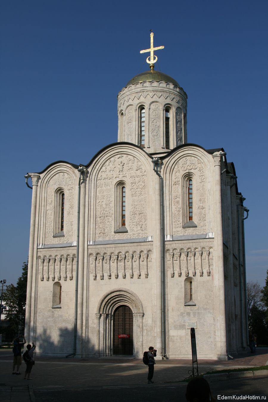 Дмитриевский собор - один из немногих соборов, имеющих всего один купол