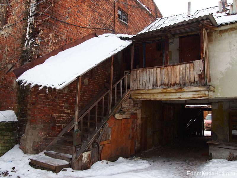 Вход в квартиру на втором этаже
