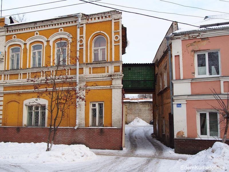 Между двумя домами на улице Алеши Пешкова сооружен такой переход