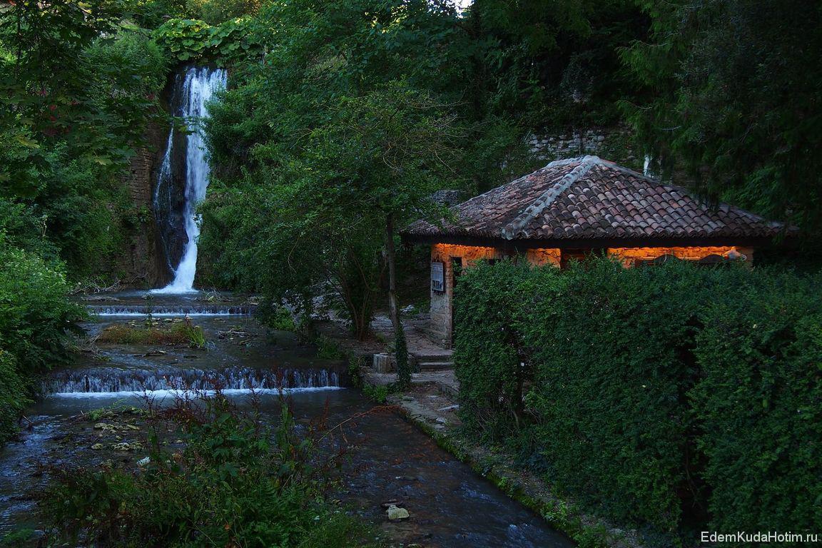 Еще один пейзаж с водопадом