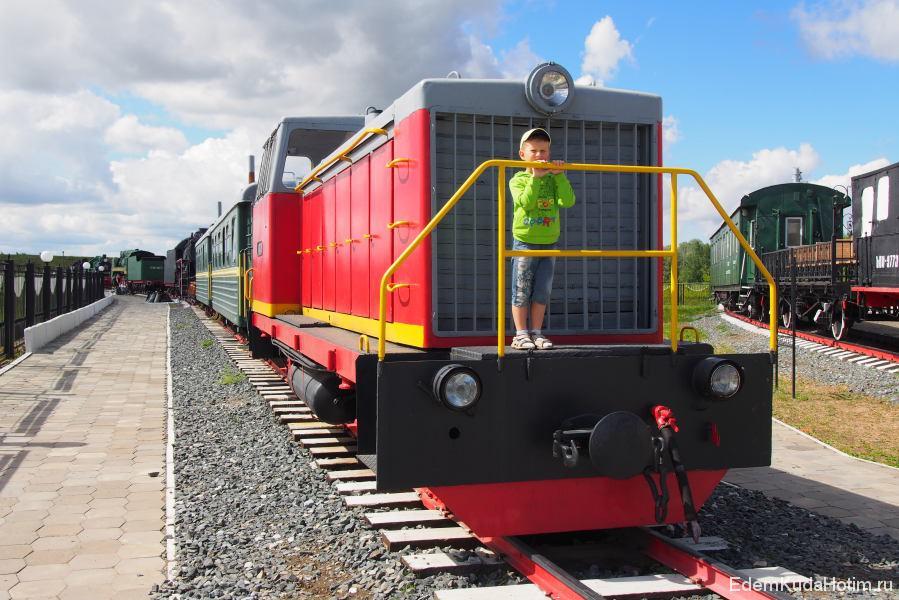 Ширина колеи примерно в 2 раза меньше, чем у обычных поездов