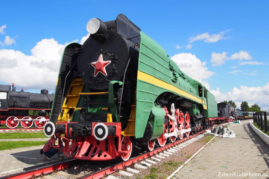 Пассажирский паровоз П36. Весит 120 тонн и развивает скорость до 125 км/ч