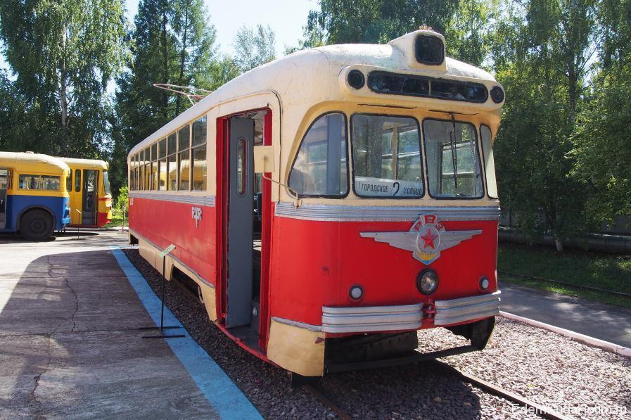 """Эти вагоны эксплуатировались начиная с 60-х годов аж до 2003 года! Один из них переоборудован под """"экскурсионный"""" и ездит до сих пор."""