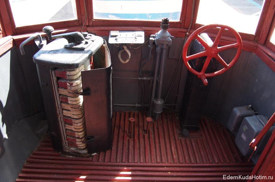 ... но сидушки для вагоновожатого как не было, так и нет