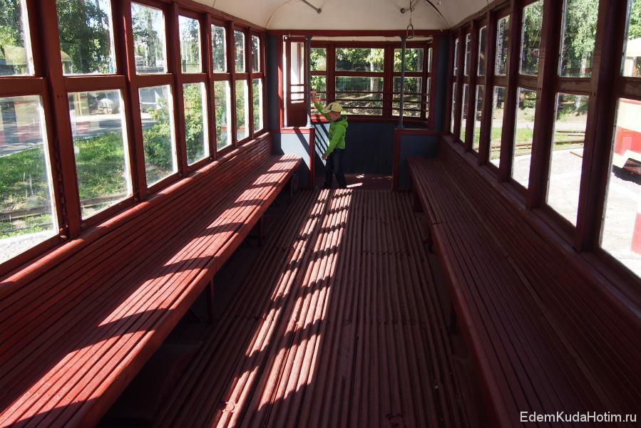 Пассажирский салон напоминает эрликоновский, но больше по длине.