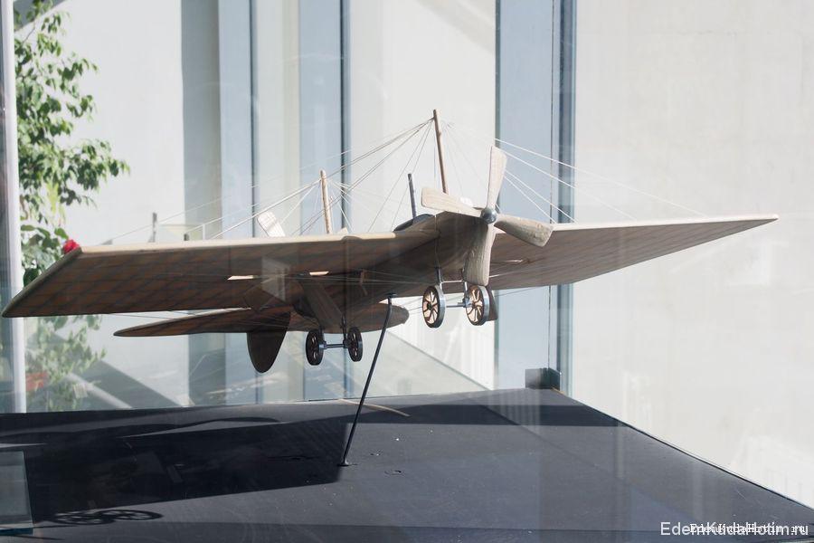 Самолет Можайского с паровым двигателем