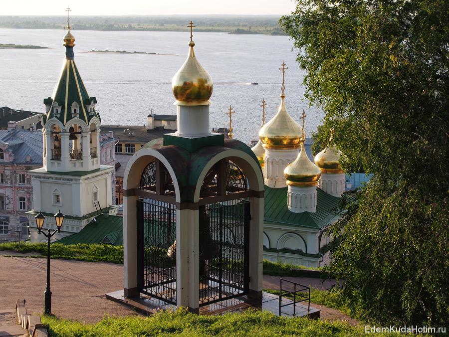 Спускаемся вниз от Кремлевской стены
