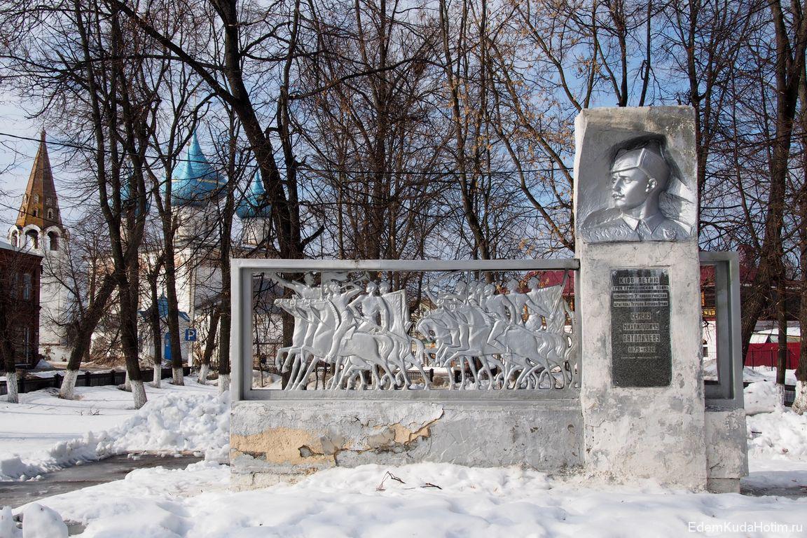 Памятник Патоличеву