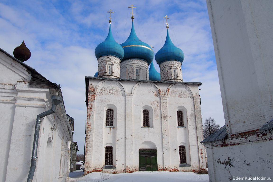 Вид на Благовещенский собор с другой стороны