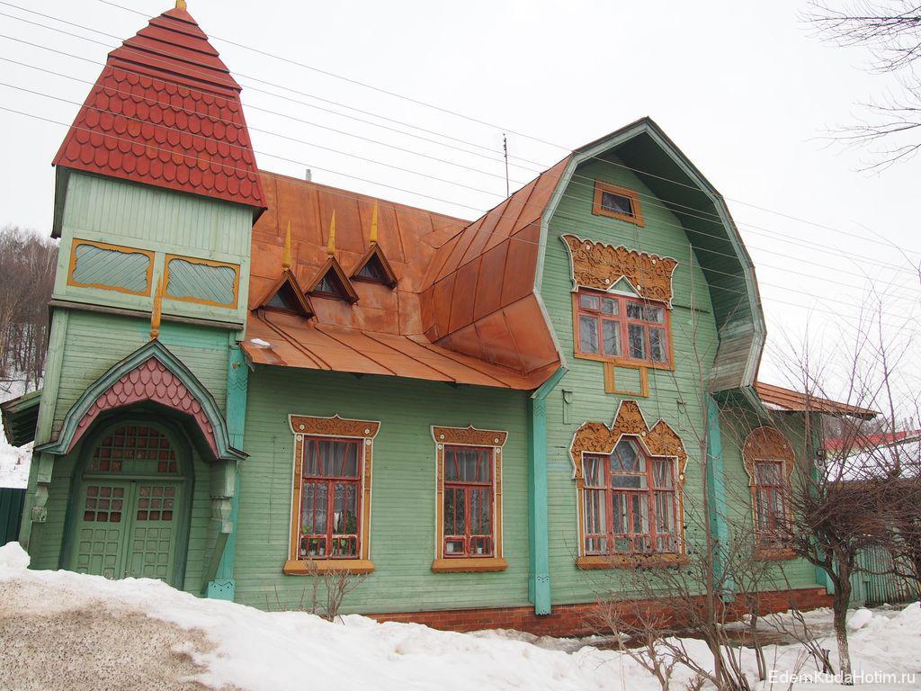 Дом необычной формы на улице Ленина