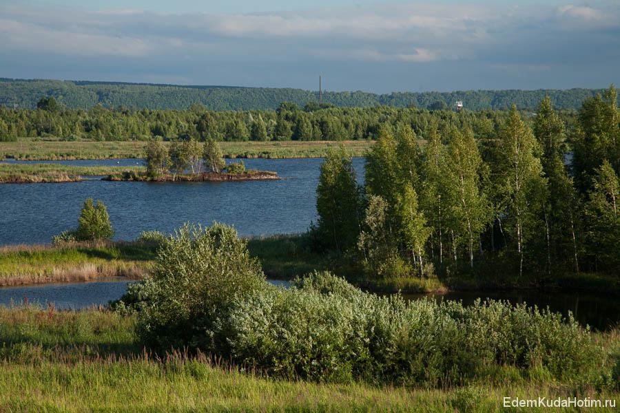 У озера интересная по форме береговая линия