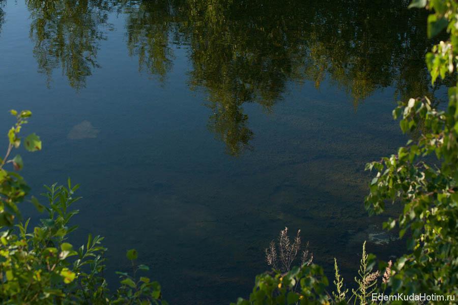 Вода в этих озерах, судя по рассказам экологов, соленая.