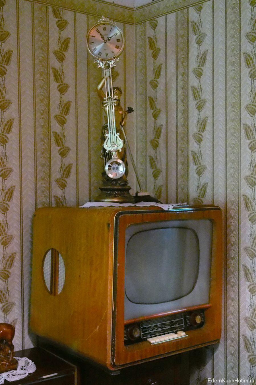 Телевизор, совмещенный с радиоприемником